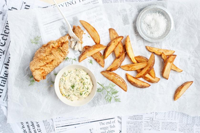 Vers uit de frituur: zó maak je de lekkerste fish & 'salt &vinegar'-chips met dille-mayonaise