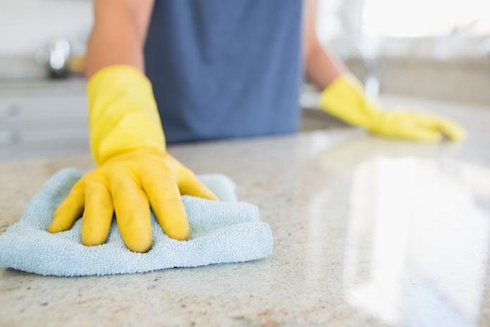 Dít is de snelste manier om een huishouddoekje te reinigen