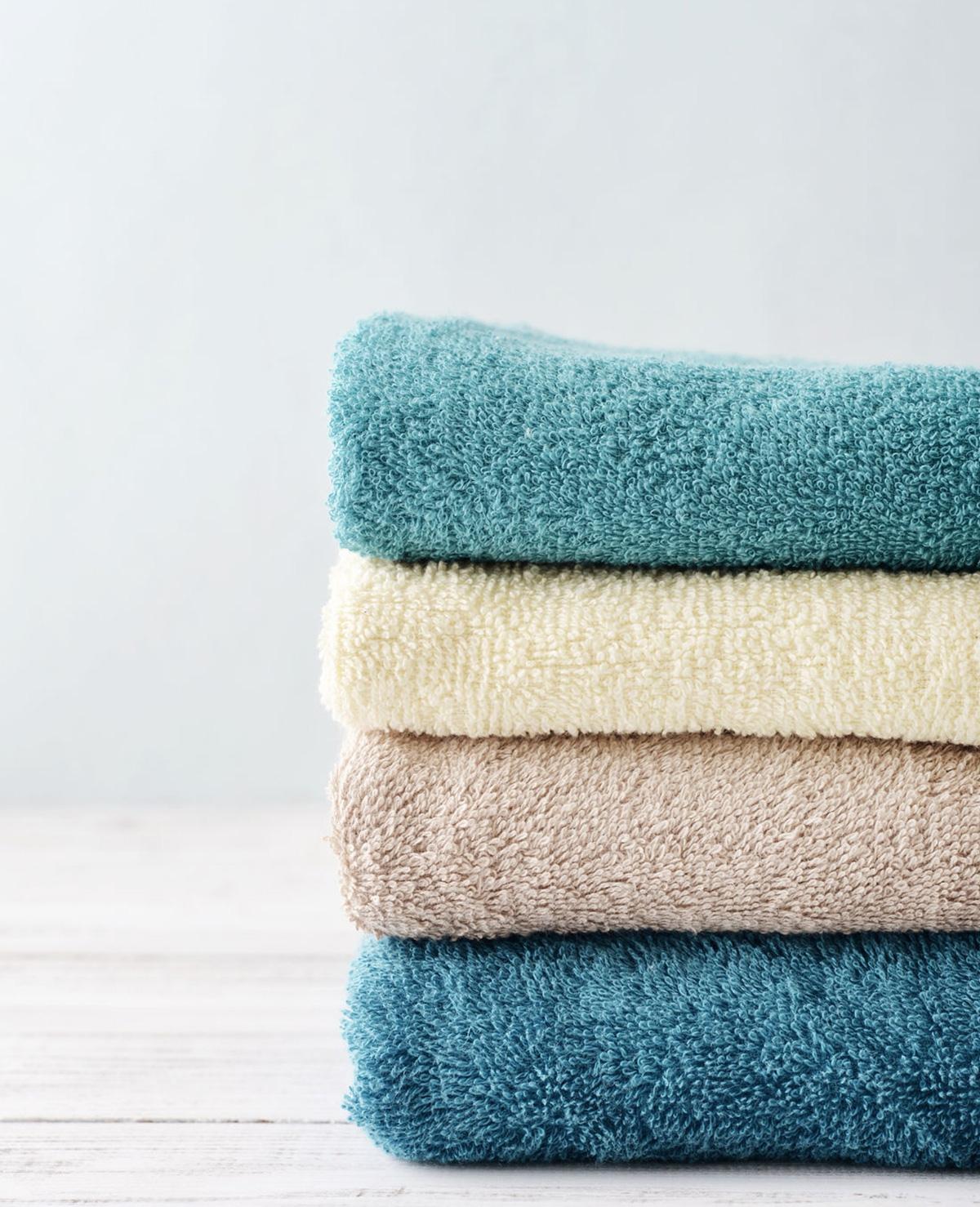Zo vouw je handdoeken op een PERFECTE stapel