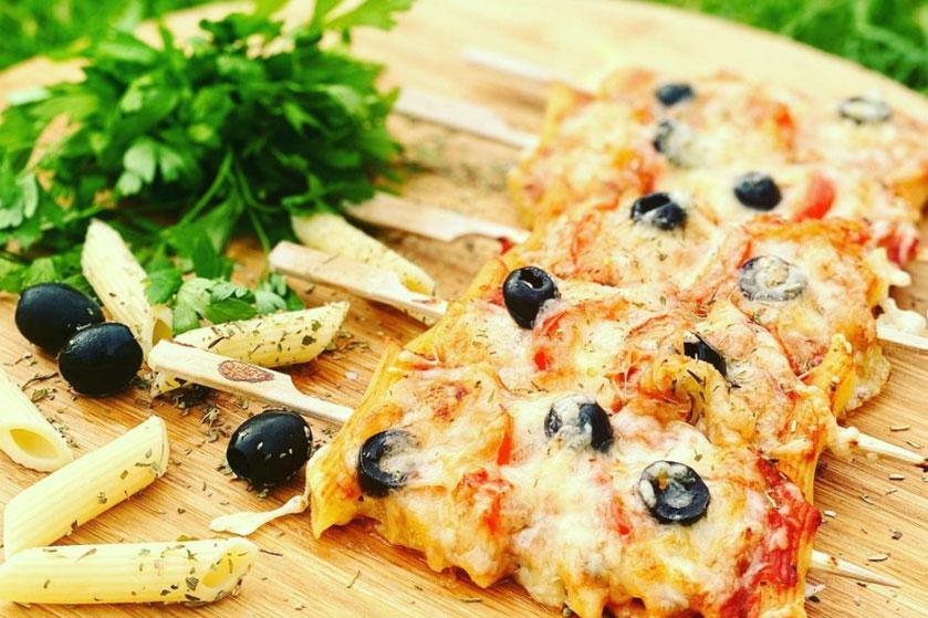 Pasta op een stokje: dit hapje is een kruising tussen pizza en pasta