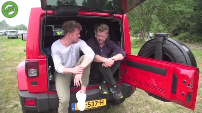 Zien: Twee Nederlanders wandelen zonder tickets Tomorrowland binnen