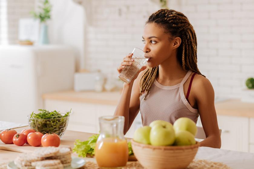 First things first: 7x gezonde redenen om iedere ochtend te beginnen met een glas water