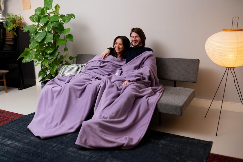 WIN: 6×2 heerlijk zachte huggle-dekens van Milka én een chocopakket voor de ultieme bankavond