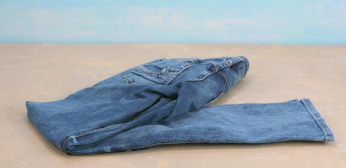 Zo wordt je jeans weer fris zónder te wassen
