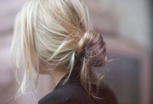 De 'Banana Bun' is de favoriete nieuwe haartrend van Parisiennes