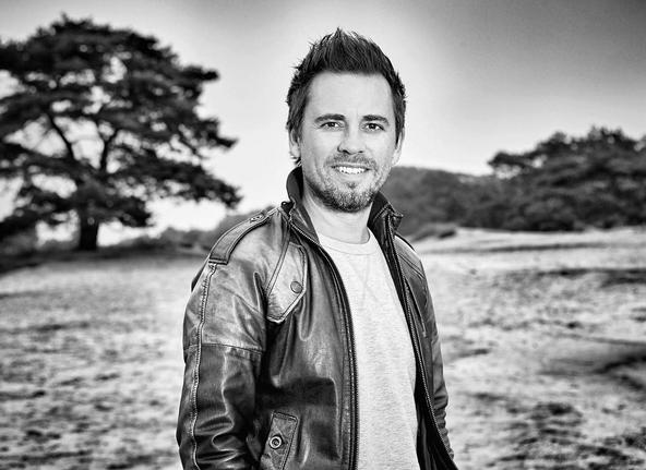 ZIEN: Manuel Vanderbos poedelnaakt op televisie!