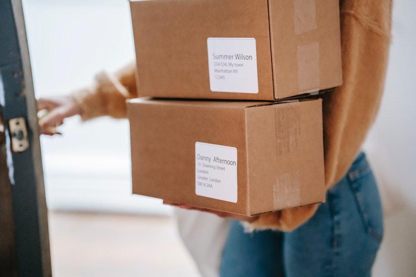 Waarschuwing: pas op voor nieuwe oplichterstruc met pakketjes aan je deur