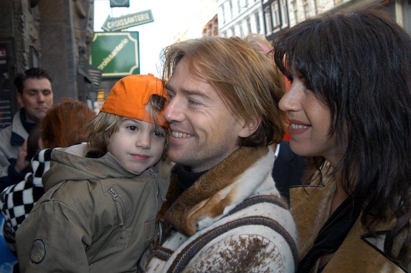 Kippenvel: zoon Isa Hoes gaat vader achterna in remake van oude hit Antonie Kamerling