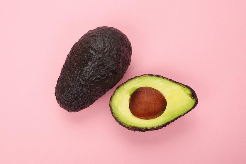 Geen bruine plekjes meer: met dit simpele trucje blijft een halve avocado lekker vers