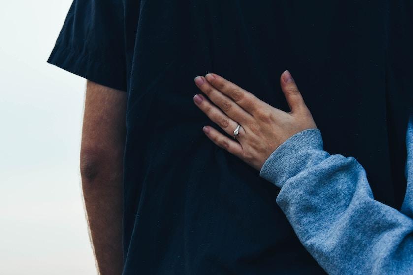 Hint, hint: dít is de nieuwe trend op het gebied van verlovingsringen