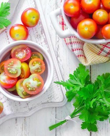 Zo snijd je razendsnel tomaatjes