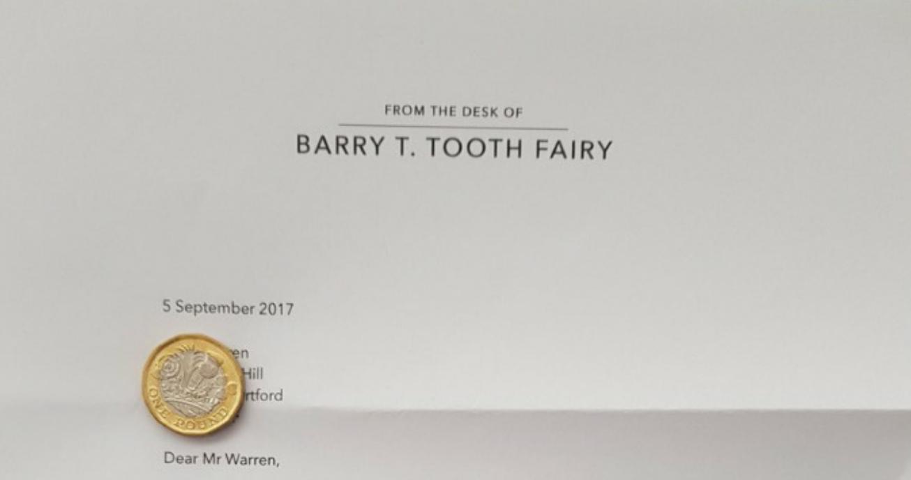 Briljant: kindje wil niet tandenpoetsen en ontvangt boze brief van de tandenfee
