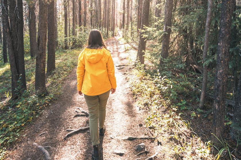Dít is waarom wandelen door de kou juist zo gezond is voor je lichaam en geest