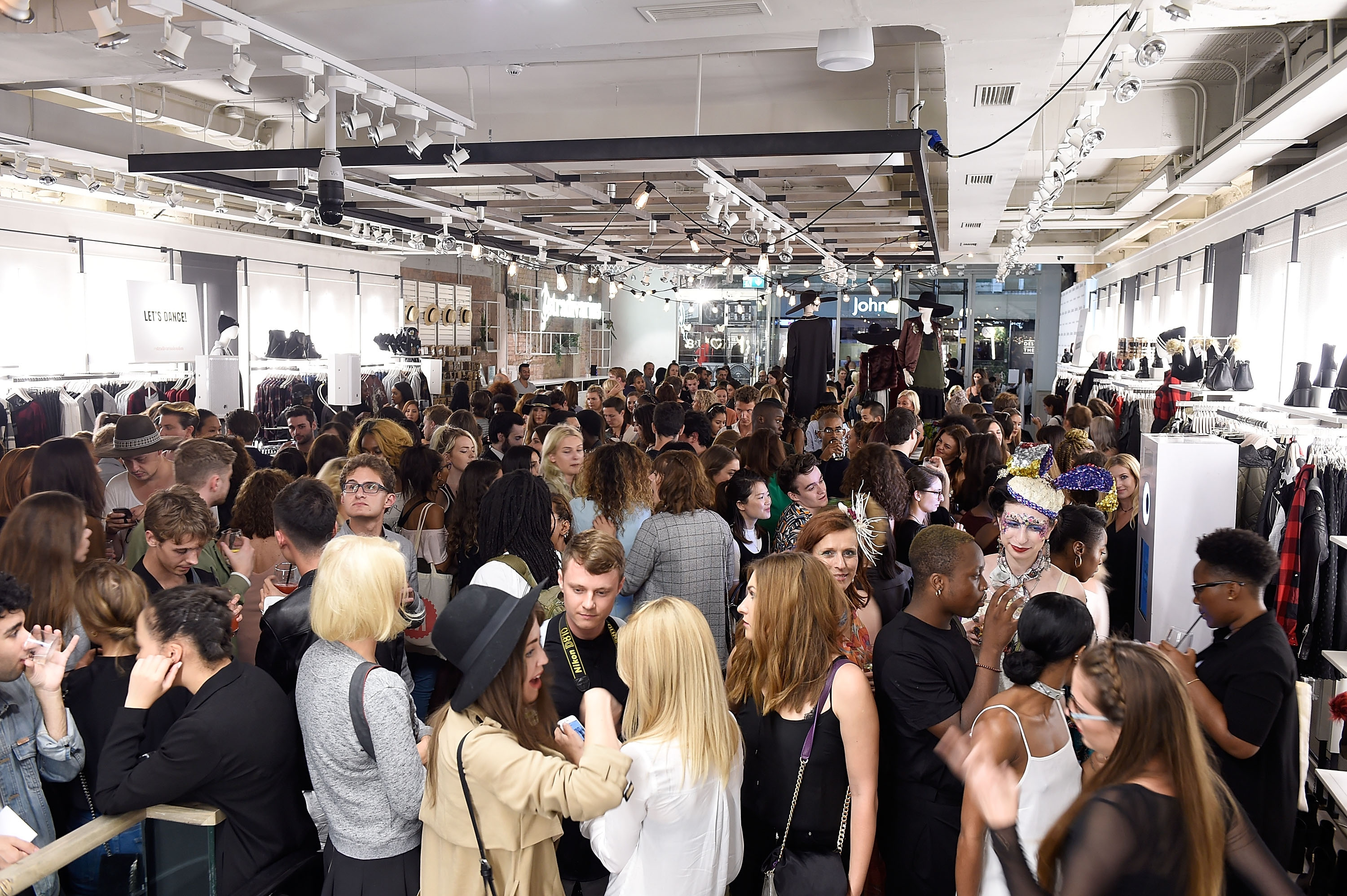 Stradivarius: The Event Paper - London Edition