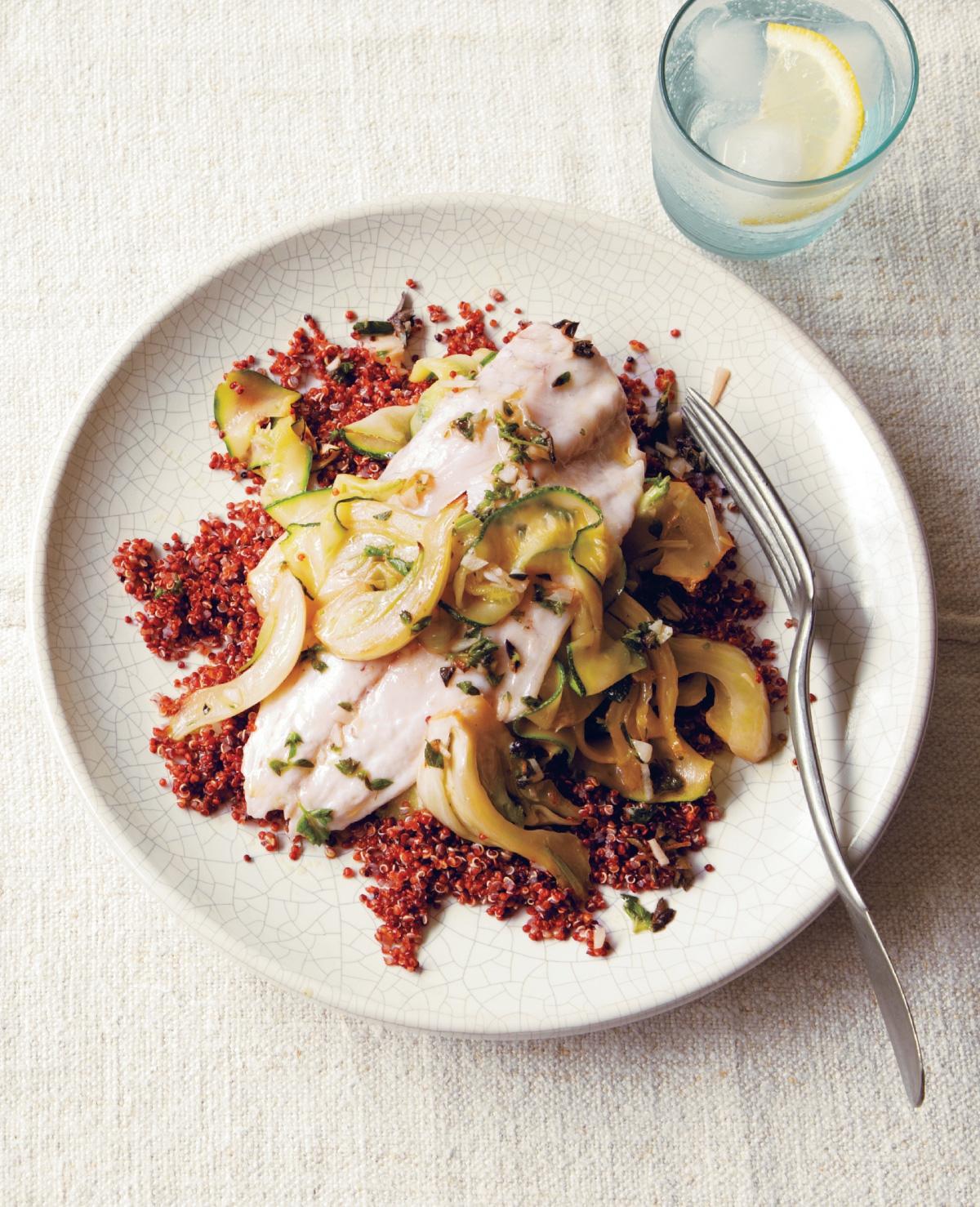 Zeebaars met rode quinoa en venkel-courgettesalade