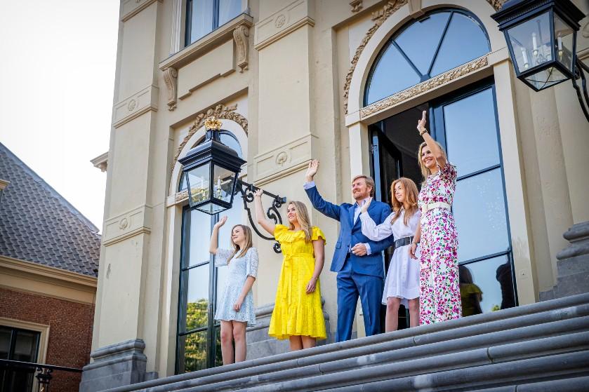 'Asociaal en totaal idioot': Koningshuis komt terug na kritiek op vakantie