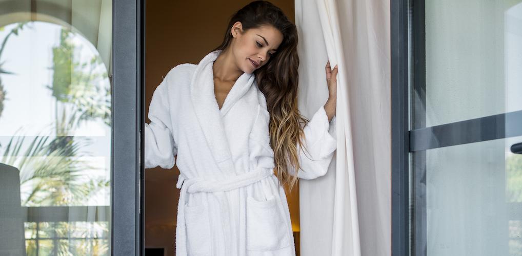 Erotisch verhaal: 'Snel trok ik mijn ochtendjas aan en deed de deur open. Kwam híj mijn boiler repareren?'
