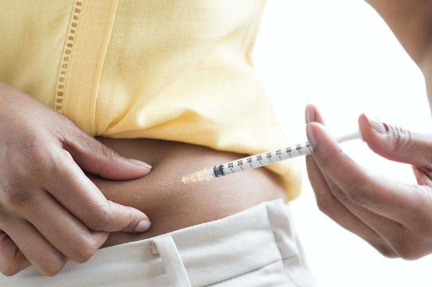 Anna heeft diabetes en moet insuline spuiten, maar doet dat niet: 'Zo kan ik alles eten én snel afvallen'