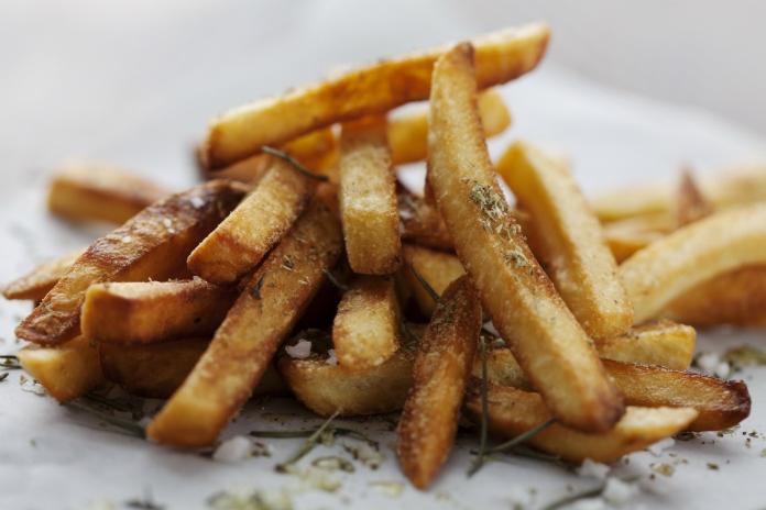 Waarom je bruin gebakken friet moet vermijden