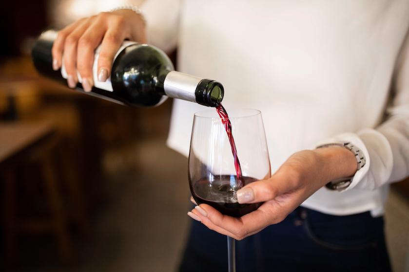 #Lifehack: met dit supersimpele trucje laat je je goedkope wijn tóch duur smaken