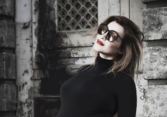 Hilarisch: hoogzwangere Victoria Koblenko ruilt van buik met vriend!