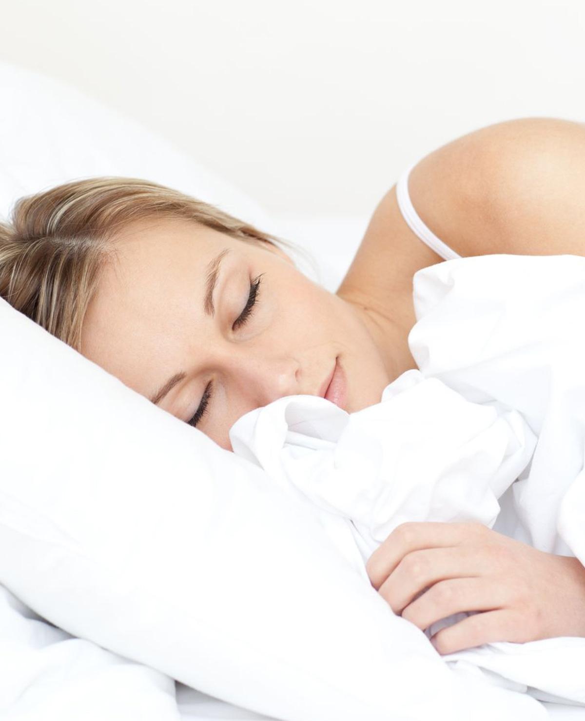 Waarom je lichaam schokt voor het slapengaan