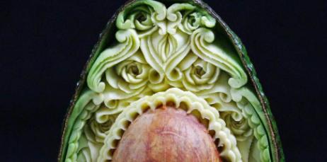 Zien: bizar knappe kunstwerkjes van avocado