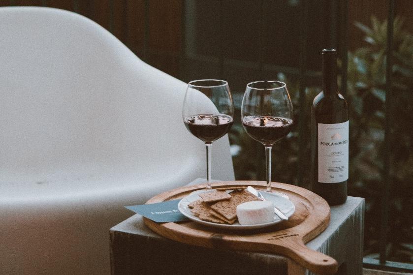 Glas wijn na het eten? Om déze redenen is het een goed idee