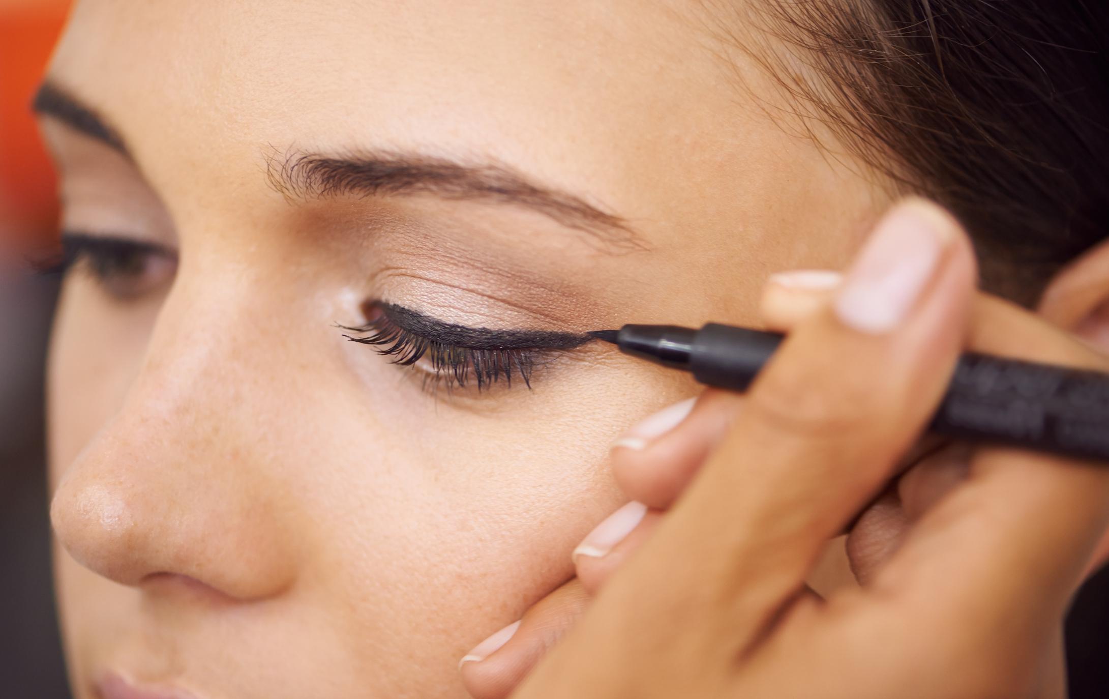 Met deze truc zet je de perfecte winged eyeliner