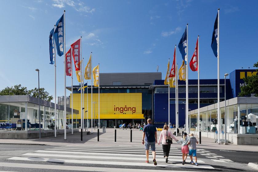 Heftig: IKEA-klanten gewond door bijtende vloeistof in fles 'handgel' bij ingang