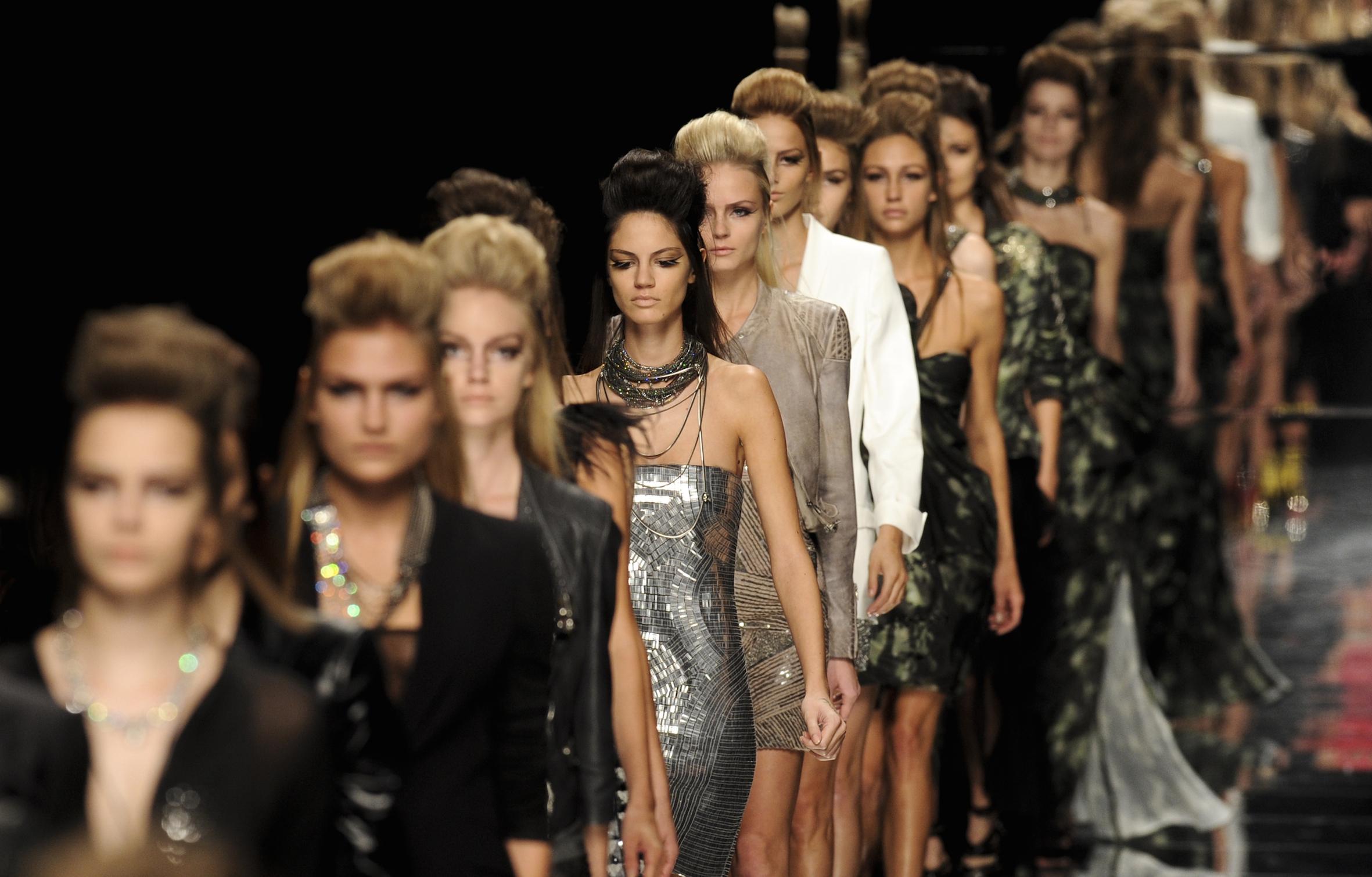 Déze grote modenamen pleiten voor een realistisch beeld van de mens!