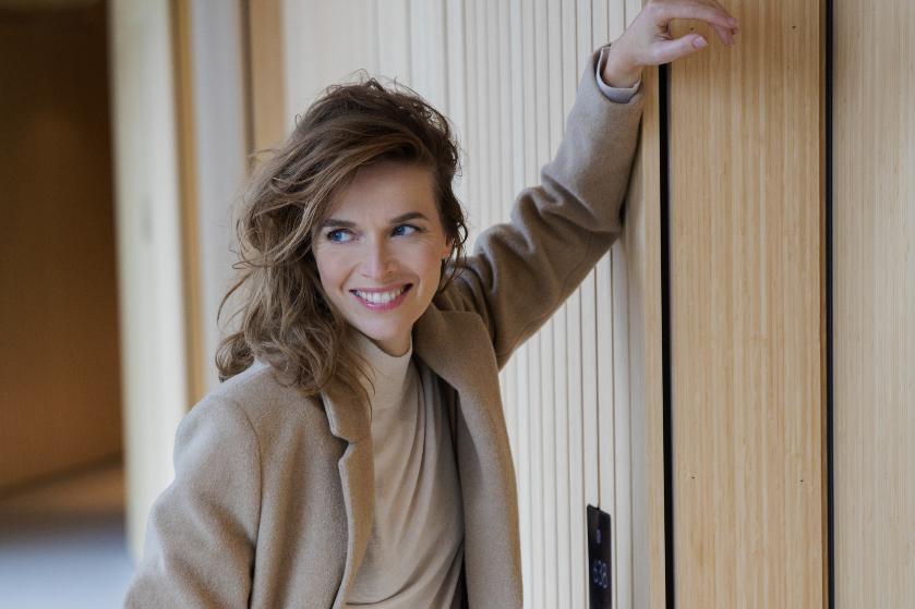 Actrice Thekla Reuten: 'Na de heftigste scènes liep ik naar m'n caravan om m'n baby te voeden'