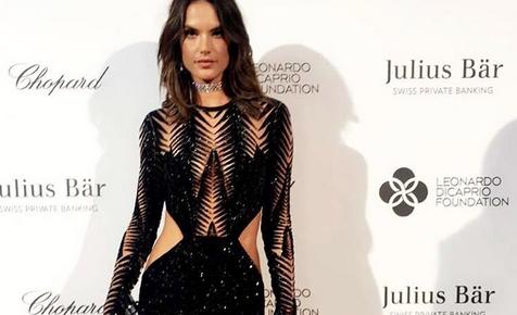 ZIEN: Topmodel Allessandra Ambrosio draagt Olympisch vuur!
