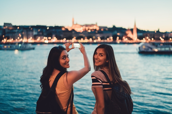Verzamel je vriendinnen: bij Kruidvat boek je nu een verrassingsreis voor een prikkie