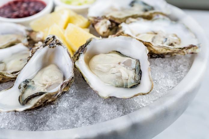 In Frankrijk is een automaat waarbij je oesters uit de muur kunt halen