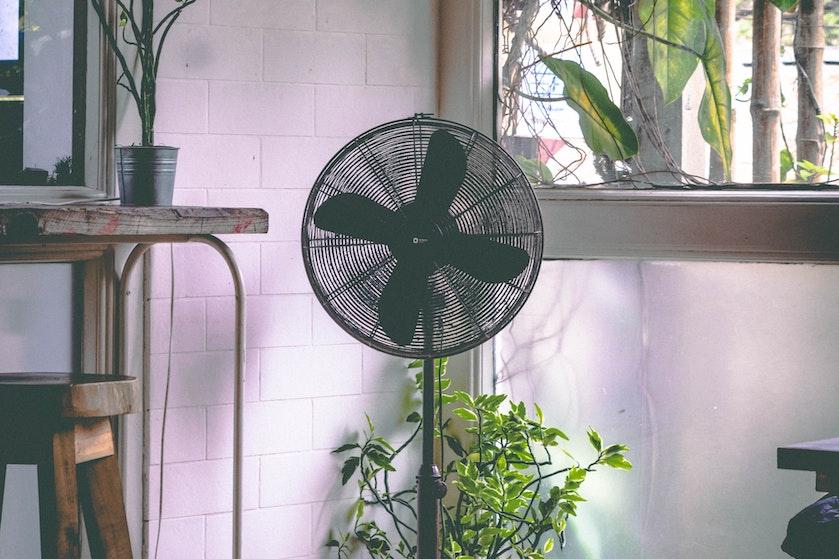 Met deze hitte de ventilator 24/7 laten wapperen: hoeveel kost dat nou precies?