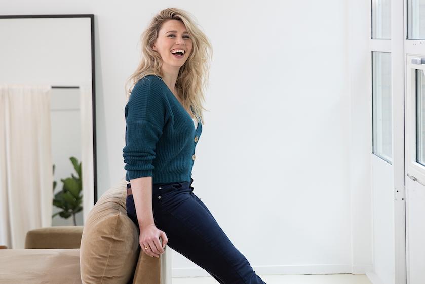 Column Lisa Loeb: 'Ik ben opgevoed door feministisch ouders en dat heeft ontzettend veel invloed gehad op mijn zelfbeeld'