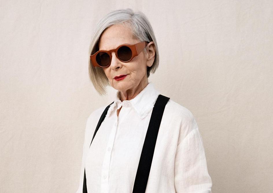 ZIEN: Déze vrouw is op 63-jarige leeftijd ontdekt als model en wij zijn fan