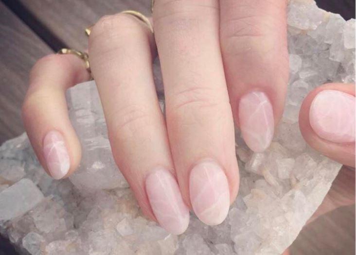 Beautytrend: nagels van rozenkwarts