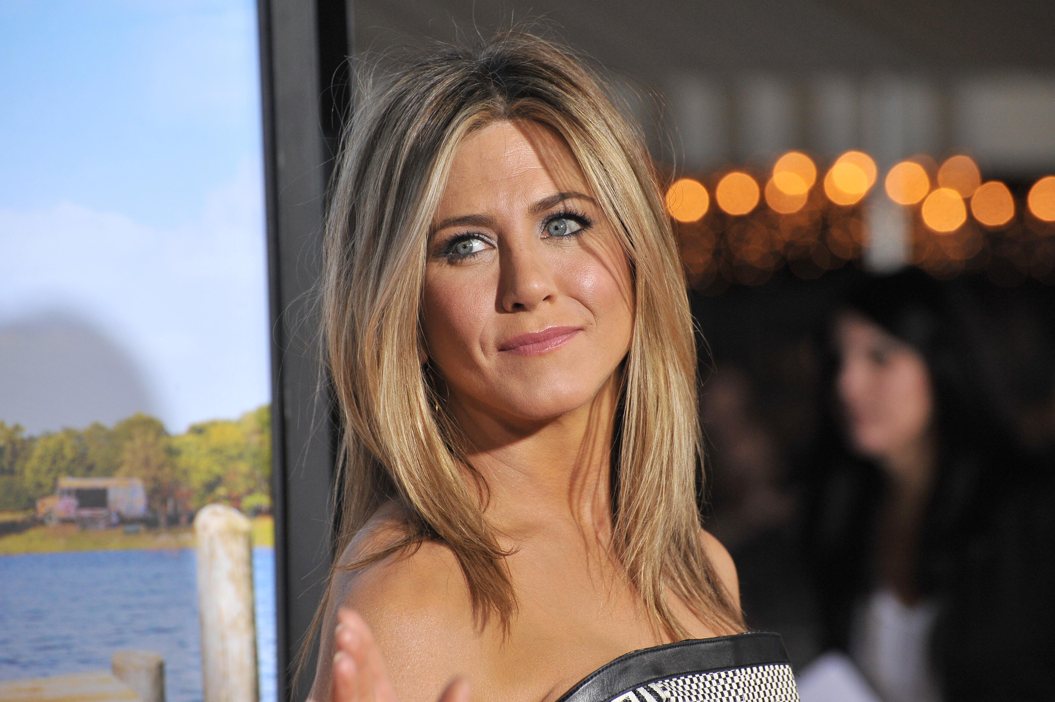 Zien: Jennifer Aniston reageert emotioneel op bijzondere vraag van fan