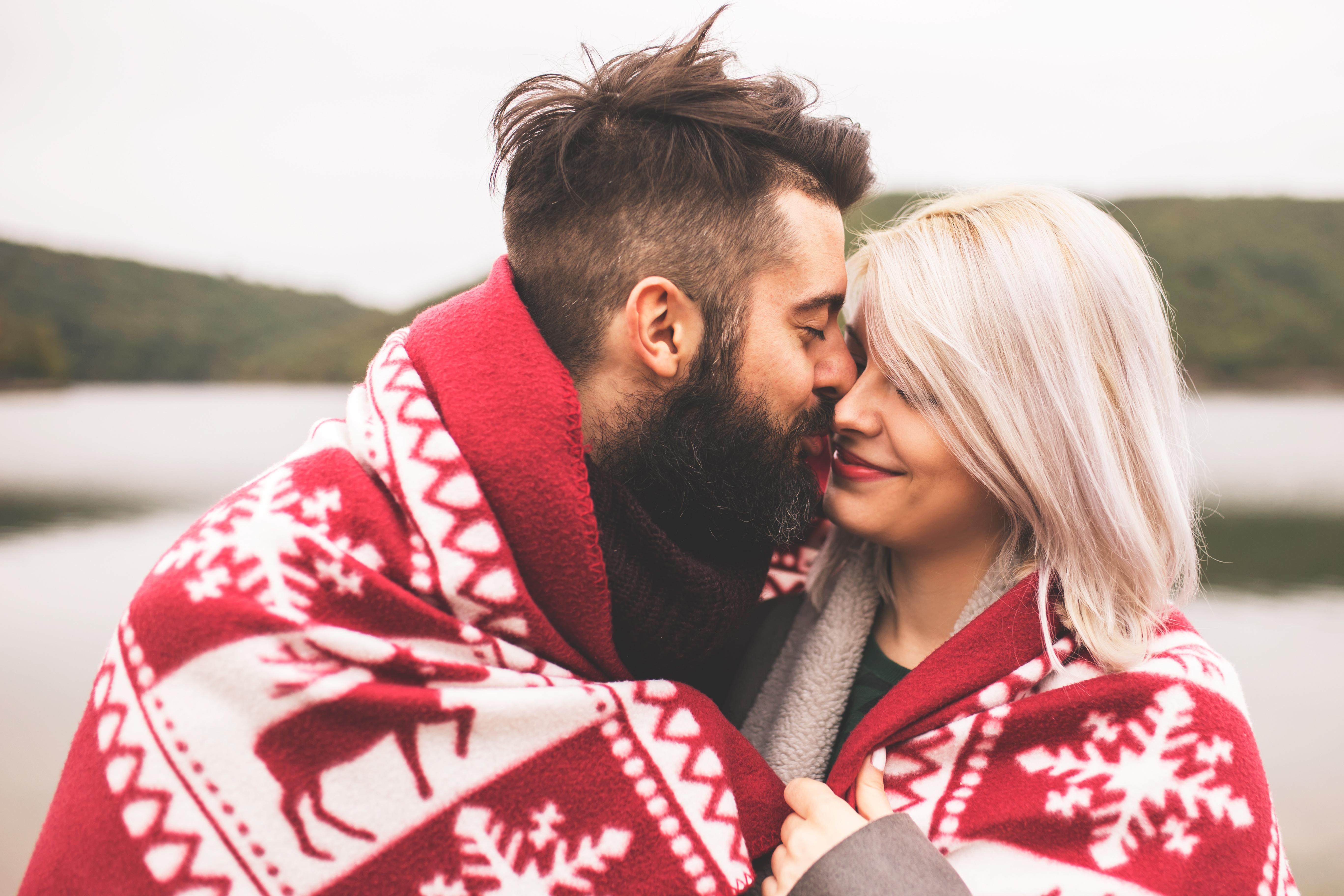 5 (ondeugende) date night-ideetjes die perfect zijn voor de winter