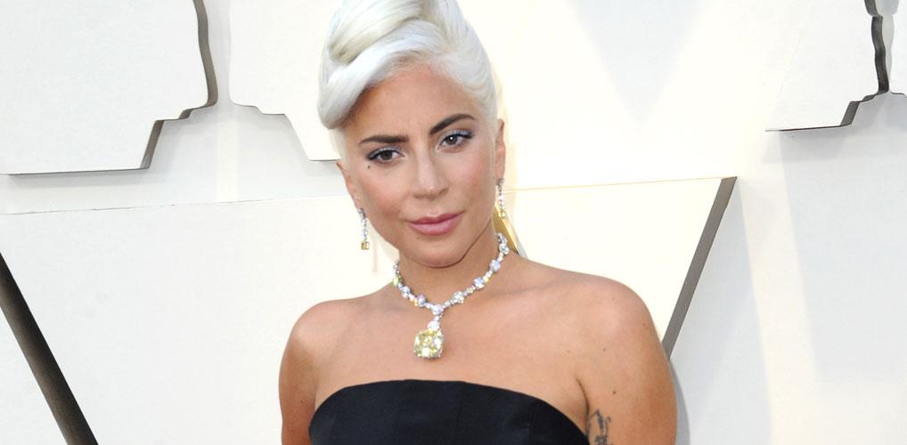 Lady Gaga vertelt over verkrachting: 'Hij liet me zwanger achter op straat'
