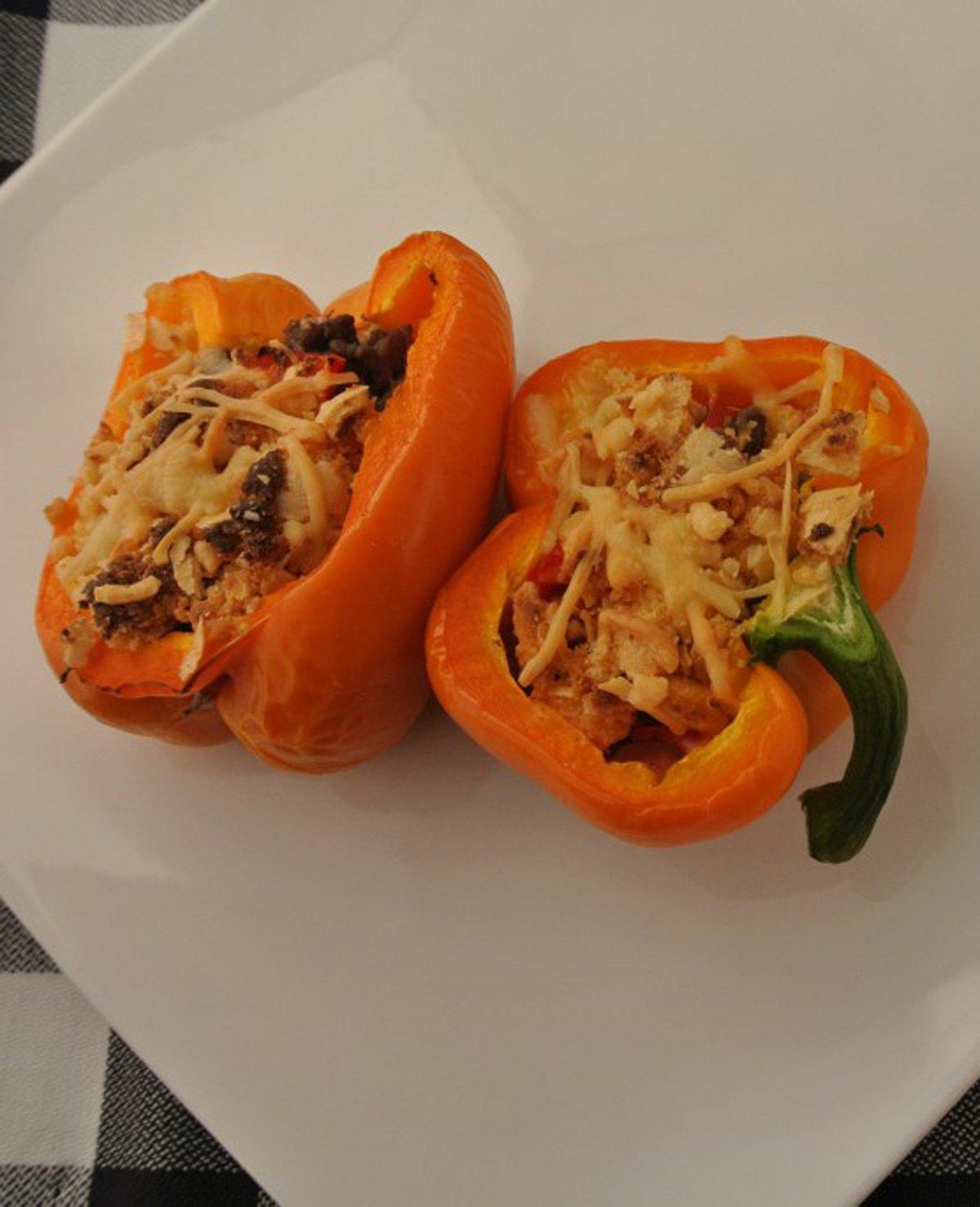 Oranje gevulde paprika's