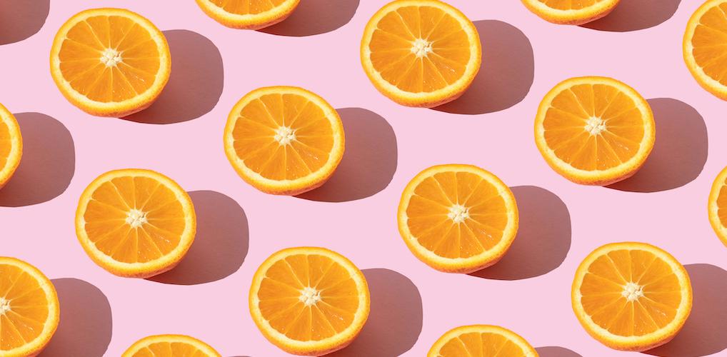 Wait, what? Waarom iedereen plots met sinaasappels doucht
