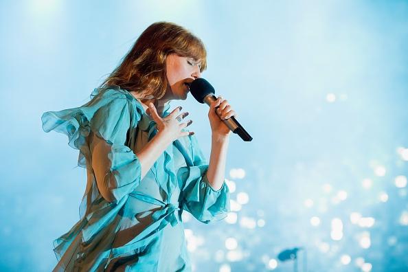 VIDEO: Florence Welch treedt op voor fan in ziekenhuis