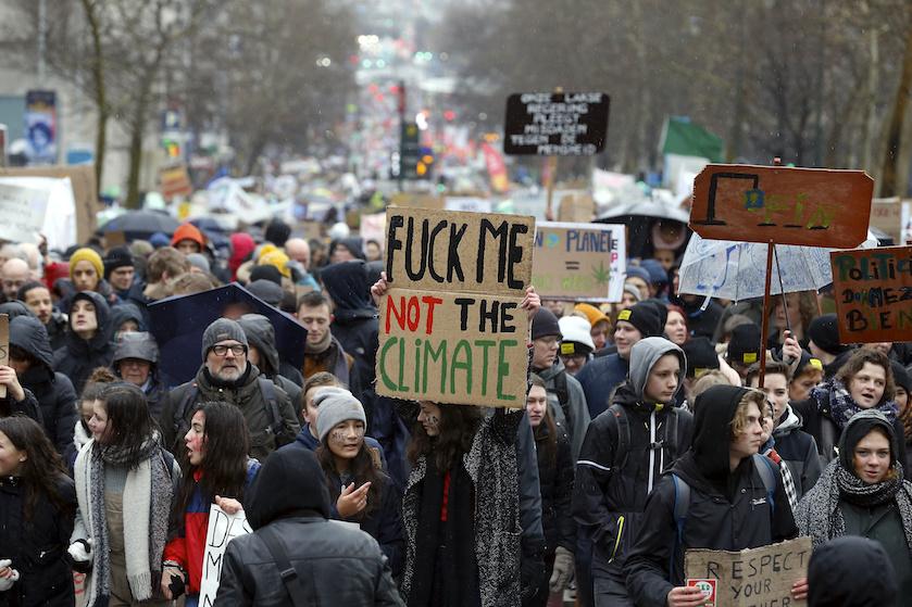 Duizenden leerlingen 'spijbelen' voor een beter klimaat: 'Malieveld staat stampvol'