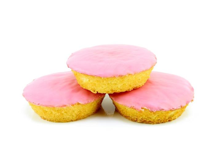 Dít bizarre ingrediënt geeft je roze koek haar kleur