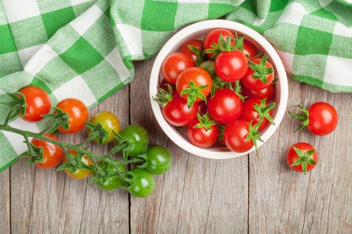 Zien: Snel tomaatjes snijden? Dit is dé truc