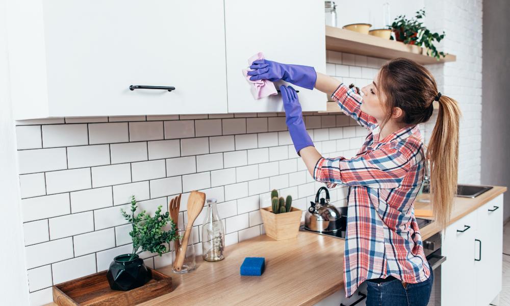 Oei: déze 5 dingen mag je nóóit alleen met water schoonmaken