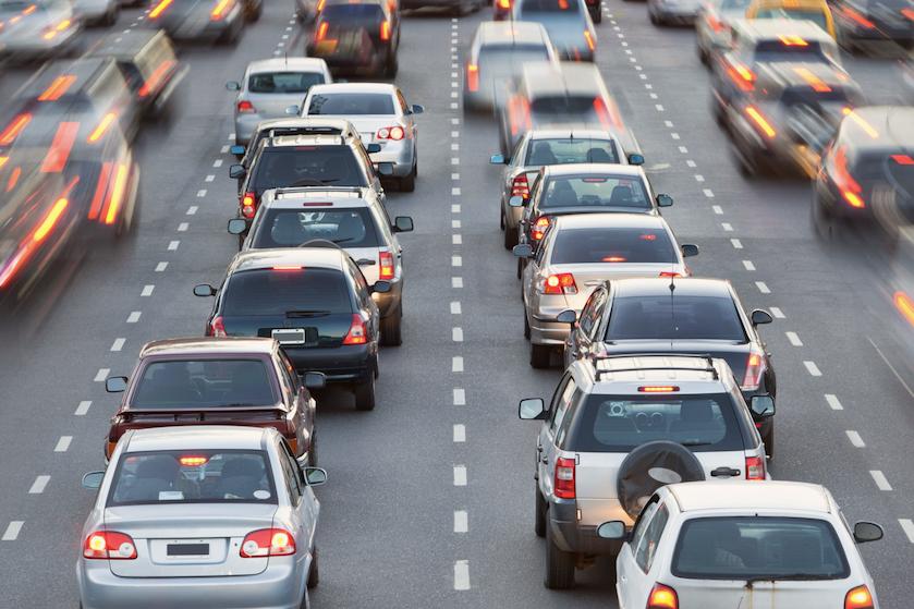 Er zijn weer honderden files: kun je beter links, in het midden of rechts rijden?